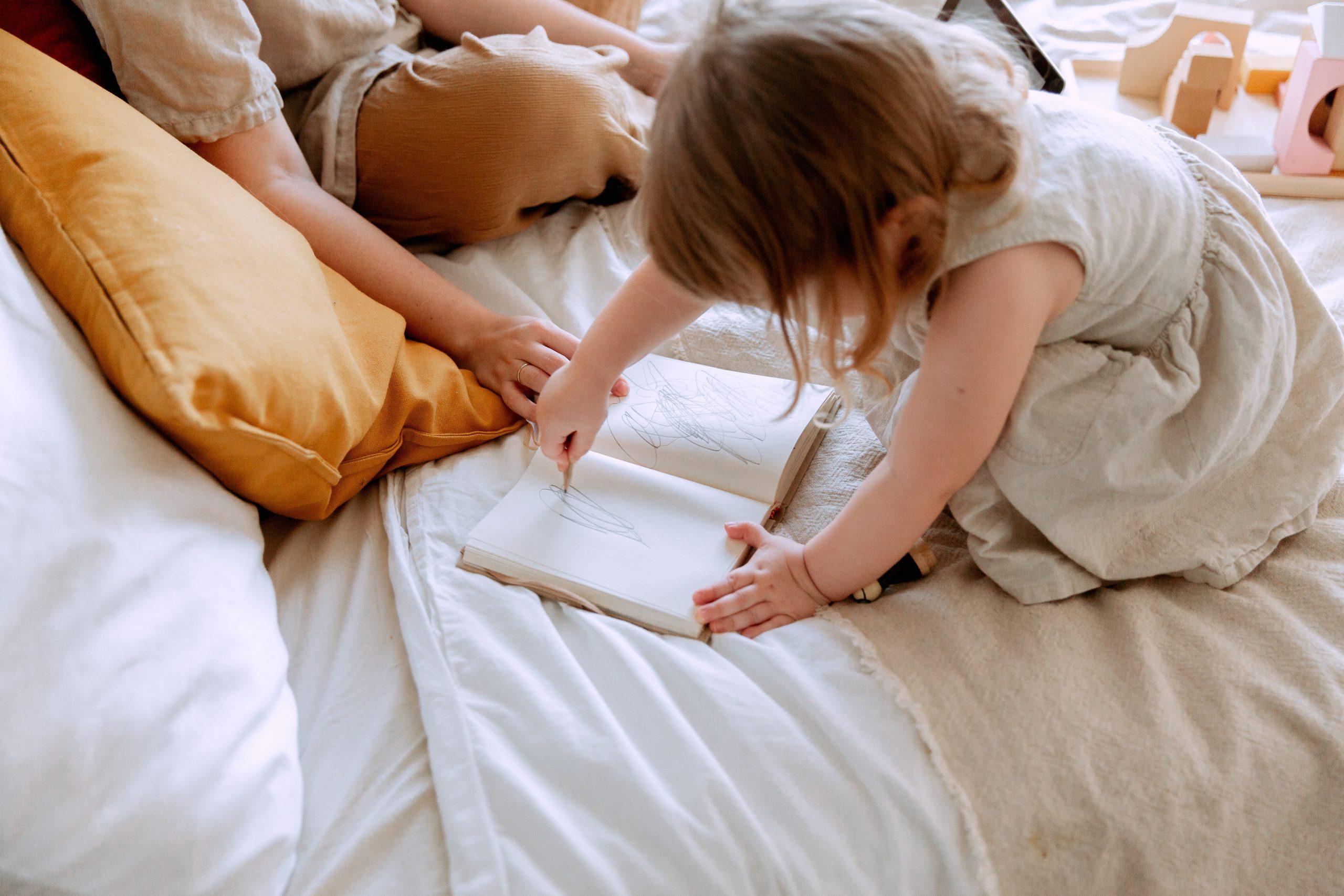 quando iniziano a disegnare e colorare i bambini